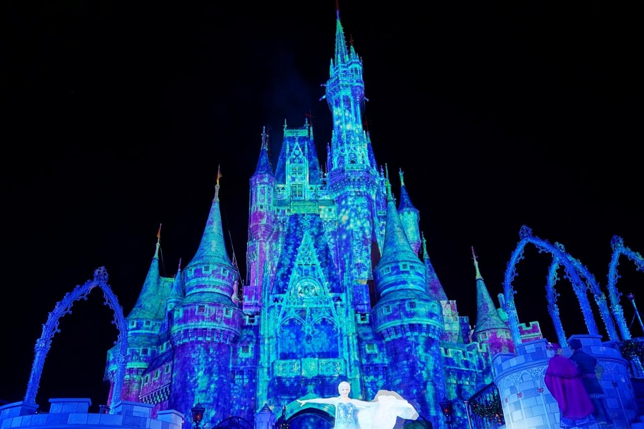 エルサの魔法で凍るシンデレラ城