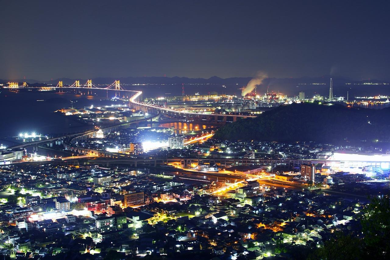 瀬戸大橋と工場の夜景スポット!宇多津「青ノ山山頂展望台」