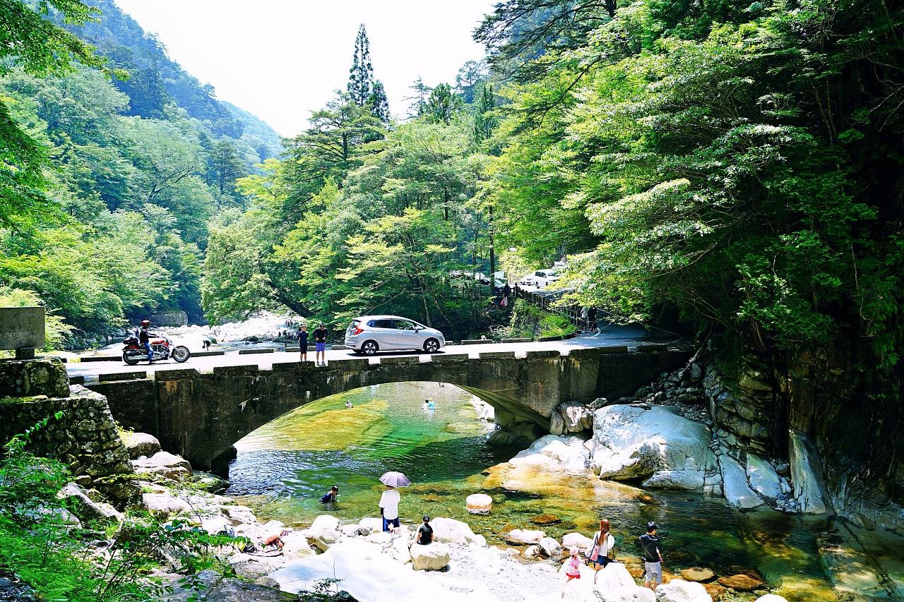 愛媛・面河渓は水質良好!川遊びできる絶景ドライブスポット
