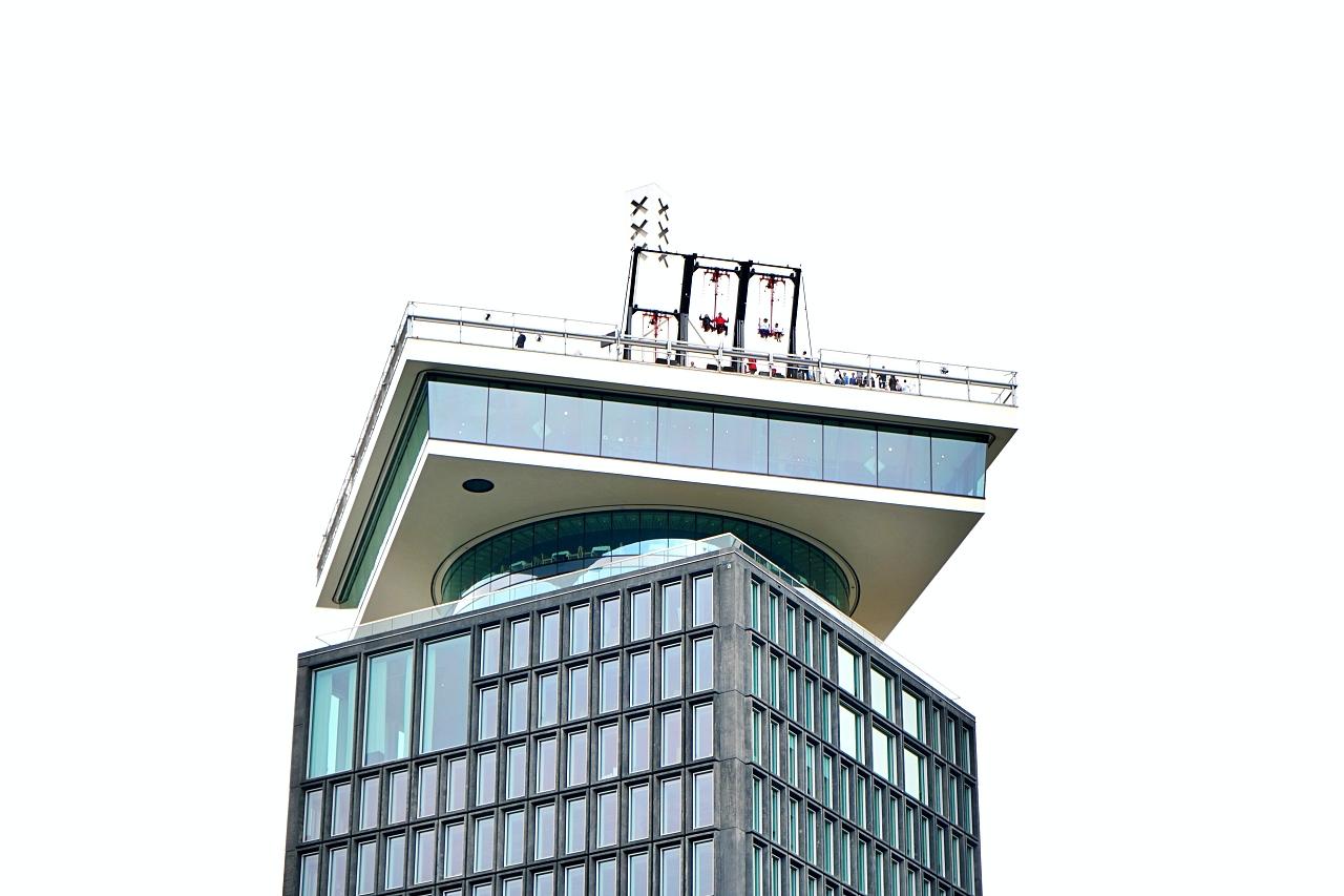 屋上でブランコ!?市内を一望できる展望台