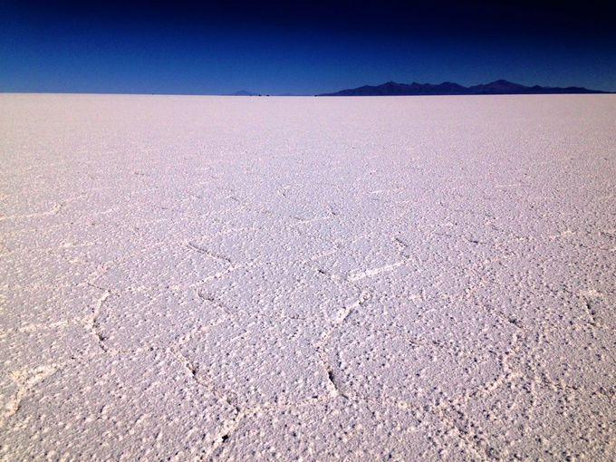 塩の結晶!ウユニが塩湖であることを体感