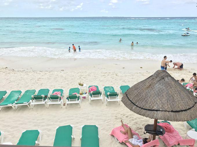 白い砂浜にインフィニティプールもある!