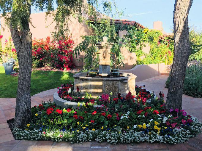 花が咲き乱れる楽園の谷のリゾート「ハモサ・イン」
