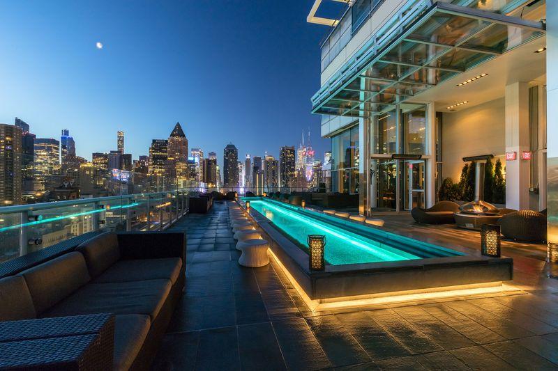 ニューヨークのルーフトップバー3選!マンハッタンの夜景を堪能