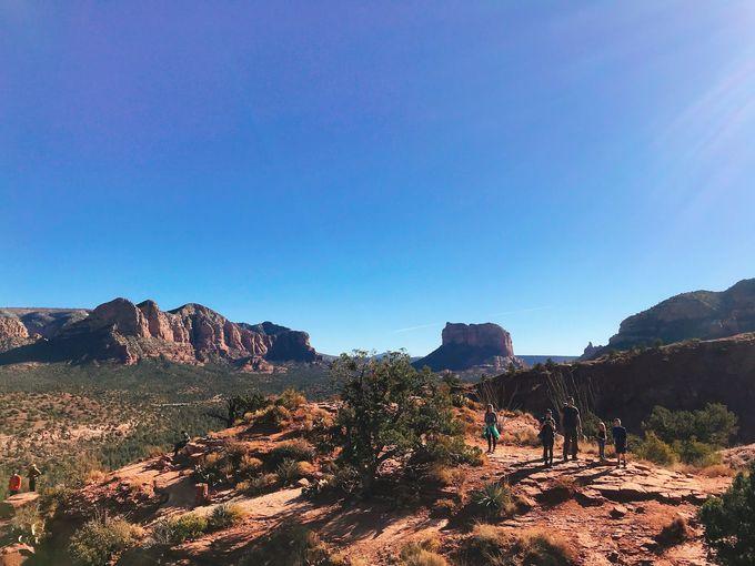 険しい岩を超えれば絶景はすぐそこ