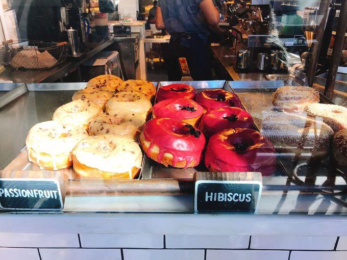 可愛くて美味しい!「Dough」のハイビスカスドーナツ