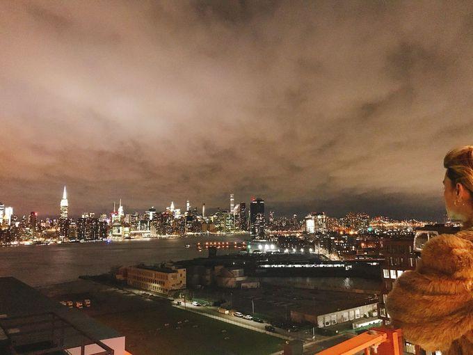 寒い季節はクラブラウンジからマンハッタンの夜景を独り占め