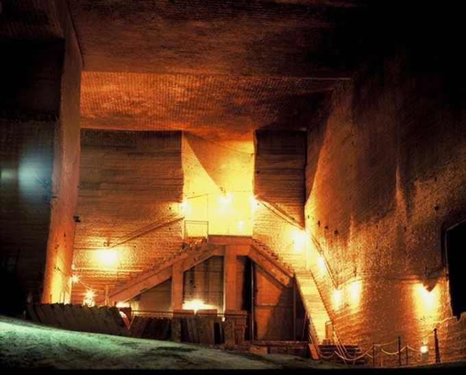 地下30メートルの巨大空間「大谷資料館」