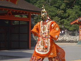 海に浮かぶ「本殿」歩いてくぐる「大鳥居」どちらも愉しむ欲張りな宮島の旅!
