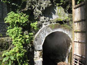 幻想的な洞窟内の源泉!史跡「走り湯」熱海市・伊豆山温泉