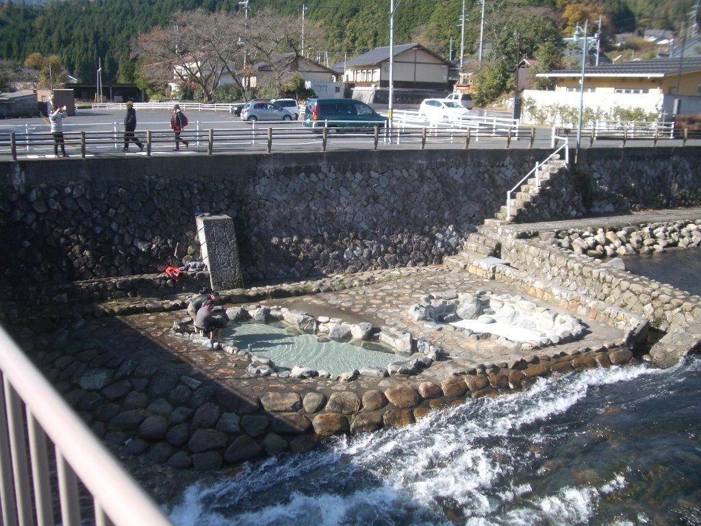 夏こそ行きたい奥津温泉・イオンパワーたっぷりの涼しい足湯