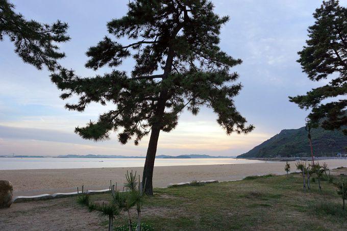 ホテル前の白浜はまるでプライベートビーチ