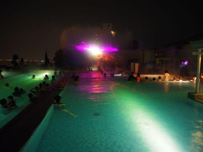 ロマンチックな光と音のショーを温泉で