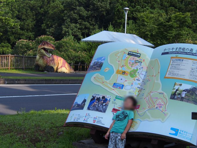 子ども達が大はしゃぎ「恐竜の森」
