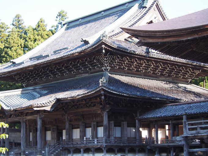井波彫刻の粋を集めた「太子堂」