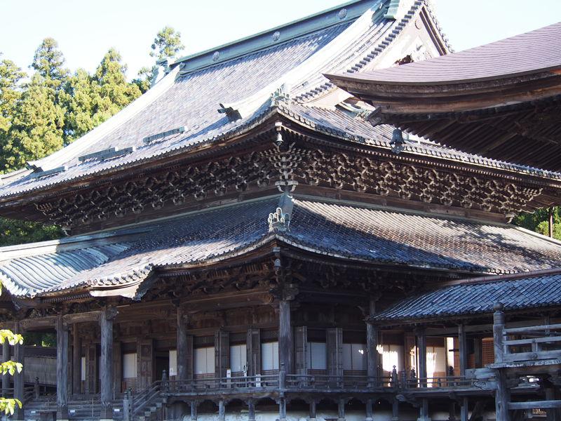 驚きの透かし彫り木彫刻 富山南砺市「井波別院瑞泉寺」