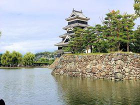 アルプスの銀嶺に映える黒の装い!美しく勇壮な国宝「松本城」