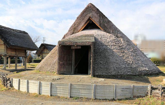 インディアン・ティピーテントに似た形状の竪穴式住居