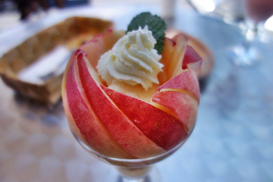 「桃の家ラ・ペスカ」できらきら輝く桃のパフェを