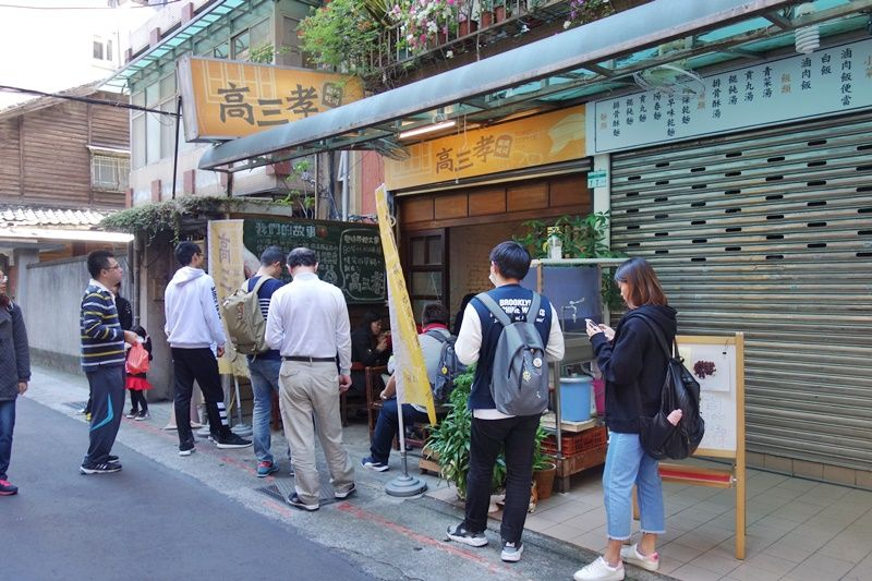 開店から列をなす、南門市場そばの大人気店「高三孝タンカオ吐司」