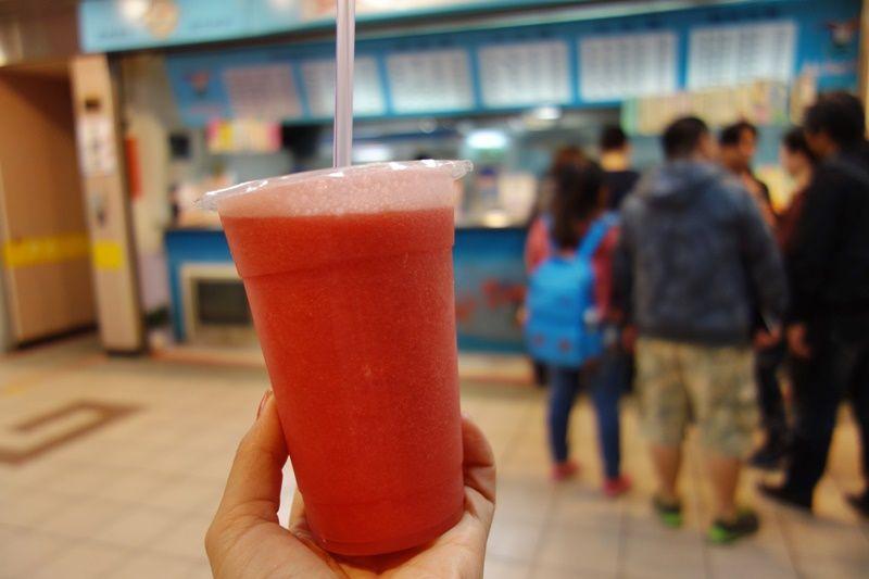 台北駅の地下街で濃厚フレッシュジュースを!Soft Drink Bar TTI