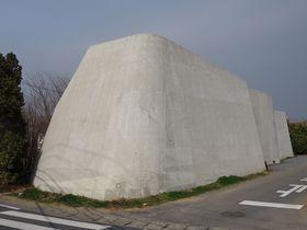 茨城県つくば市に突如現れる謎の要塞「cox(コックス)」
