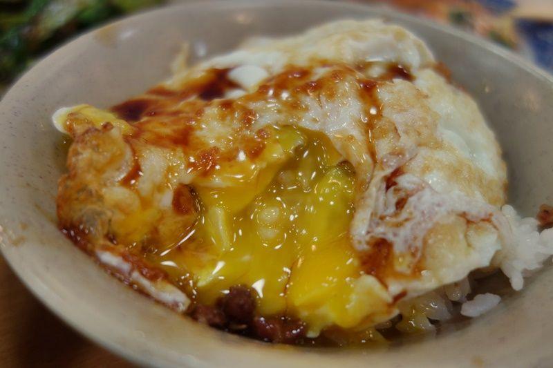 おなじみのルーロー飯もとろ〜り半熟卵で美味しさ倍増!!