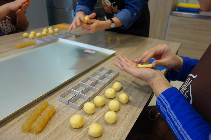 手ぶらでOK!日本語説明ありのパイナップルケーキ作り