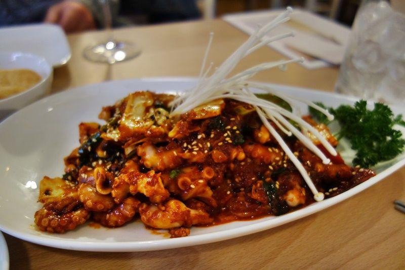 爽やかな味わいのシャンパンマッコリと目でも楽しめる韓国家庭料理