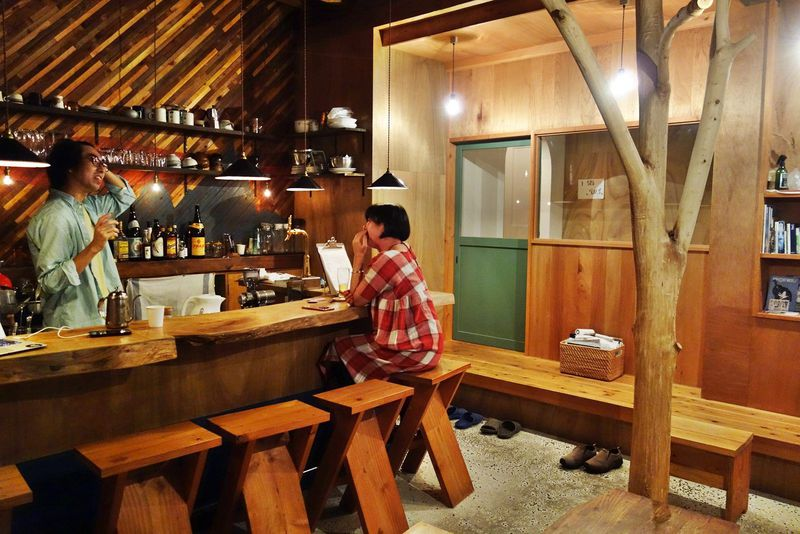 1泊3500円から!「ロジング&キン大阪」はリビングバーのあるゲストハウス