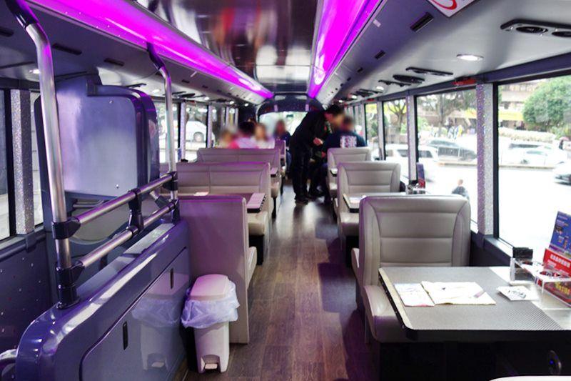 豪華二階建てバスで尖沙咀からランタオ島へ!