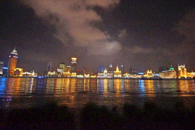 浦東から眺める外灘の落ち着いた夜景