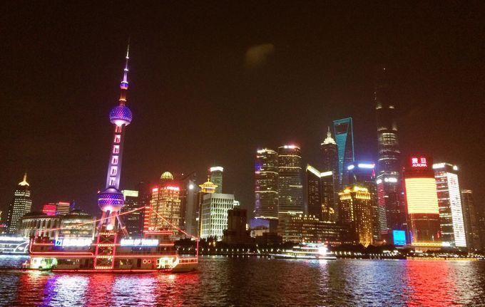 上海発展の象徴、高層ビルが立ち並ぶ陸家嘴