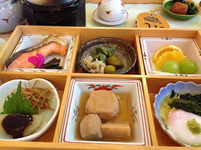 朝食は自慢のふわとろオムレツを。和食もおすすめ!
