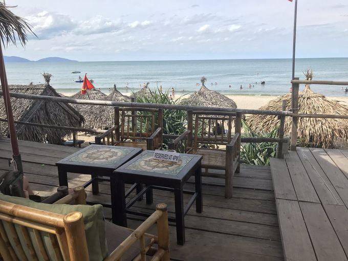 ランチは海沿いのレストランでシーフードを堪能
