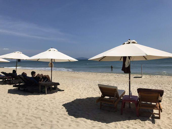 欧米人に人気の静かなビーチで何もしない贅沢