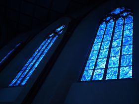 幻想的な青の世界に吸い込まれる!ドイツ・マインツにあるシャガールの青の教会