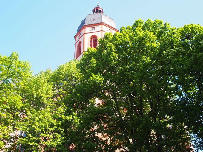 シャガールのステンドグラスのあるザンクトシュテファン教会