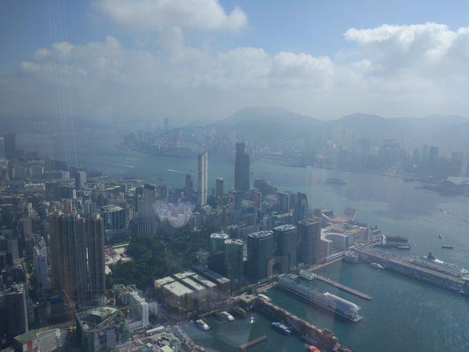 4,香港一の高層ビルにある Ritz catrton Lounge