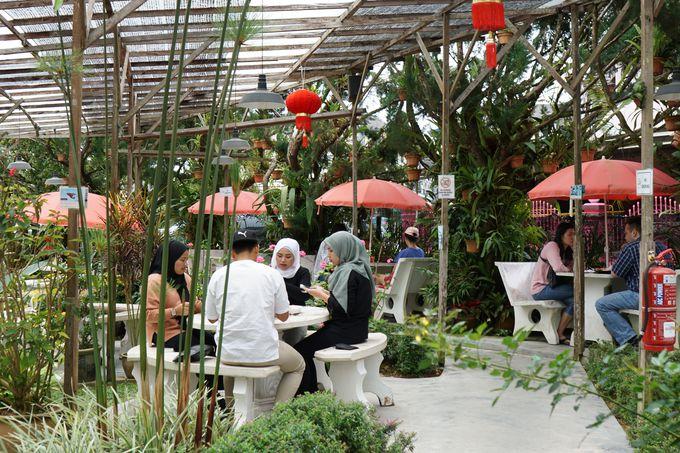 イギリス植民地時代の建物を改装したBarracks Cafe(バラックス・カフェ)でスコーン