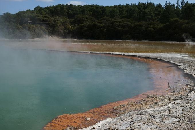 地熱地帯独特の光景に出会う「ワイオタプ・サーマル・ワンダーランド」