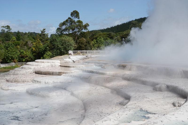 「ニュージーランド」温泉大国の自然を肌で感じ、地熱地帯を歩く