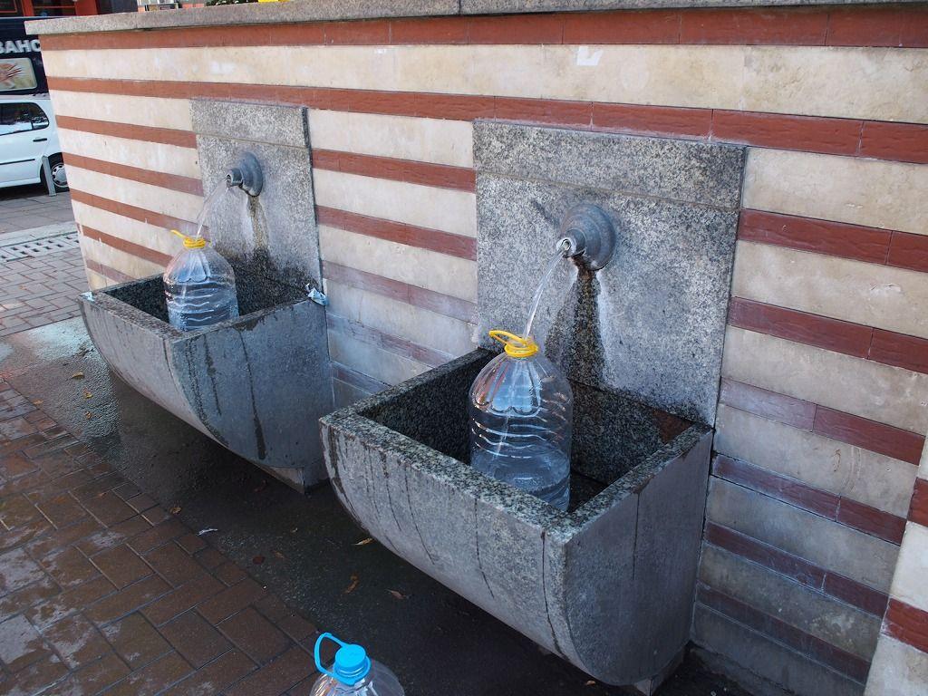ソフィアの真ん中で温泉を飲もう!