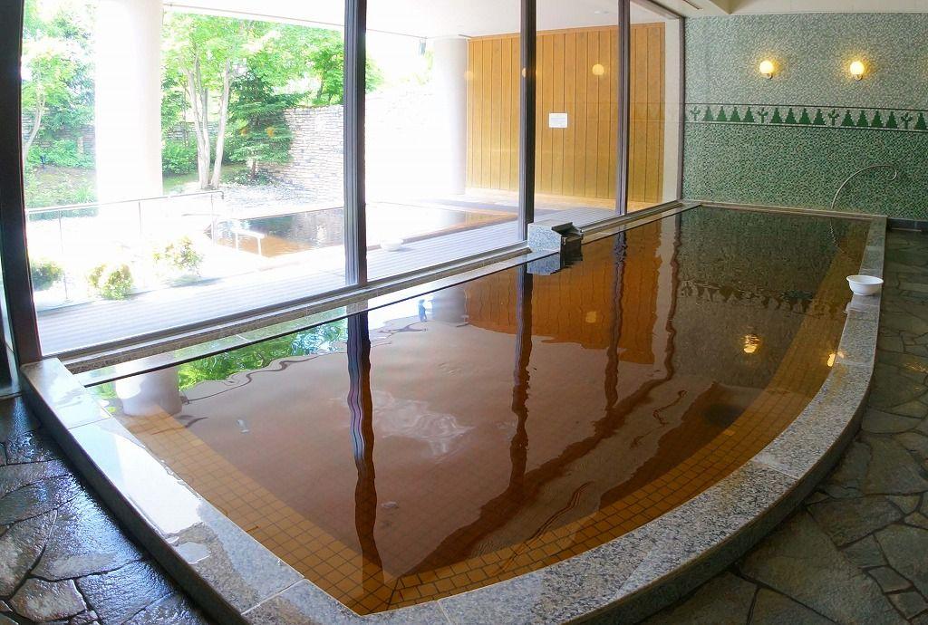 茶褐色のあてま温泉で癒される