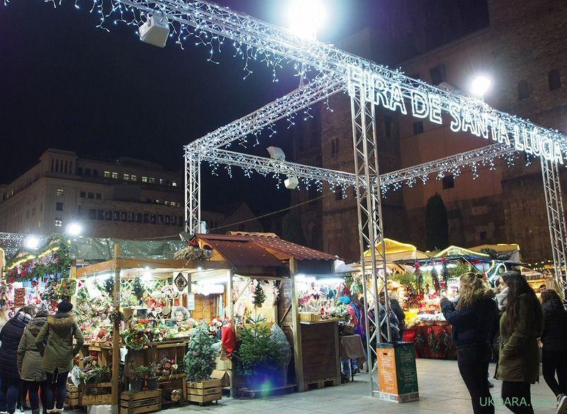 サンタ・エウラリア大聖堂前で開催のクリスマスマーケット