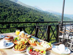 標高1200mの絶景!コソボ 天空の朝ごはん「ホテルシャーリ」
