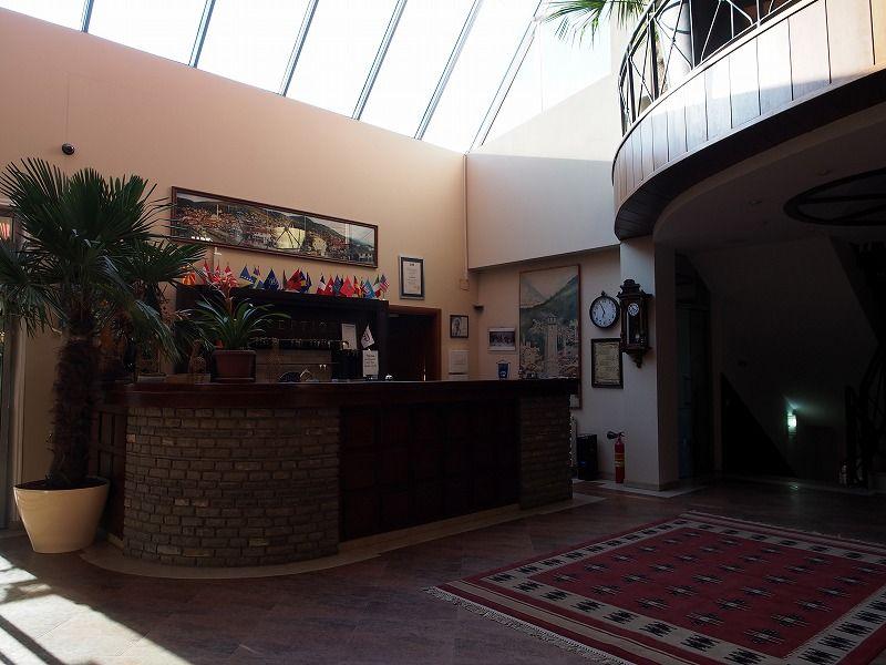 観光地プリズレンから車で40分の山岳リゾートホテル「シャーリ」