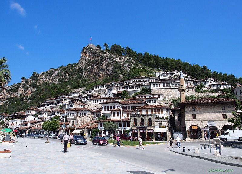 ヨーロッパの美しい村30選に選ばれた世界遺産「ベラット」
