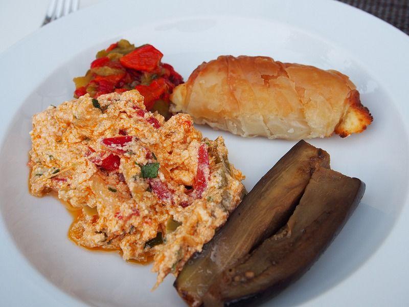 アルバニア伝統料理を楽しめる朝食