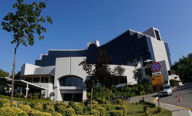 マザーテレサスクエア近く、大型ホテル「マクアルバニア」